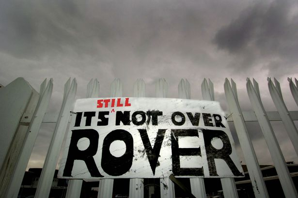 Signs-on-the-gates-at-the-MG-Rover-plant-in-Longbridge