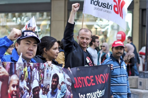 IndustriALL General Secretary Jyrki Raina leads the May Day March in Geneva with Bangladesh Garment Workers